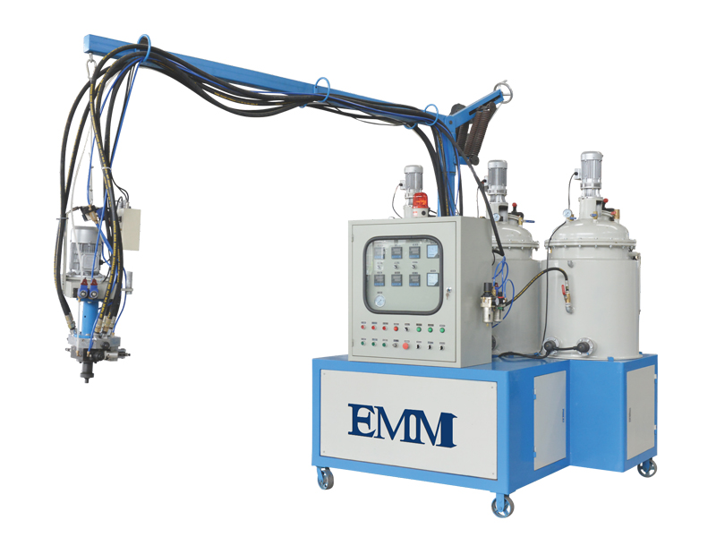 Máquina de espuma de poliuretano de baja presión.